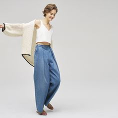 Feel THE TOMORROW for Women | TOMORROWLAND トゥモローランド 公式サイト Denim Fashion, Indigo, Mom Jeans, Lady, Model, Pants, How To Wear, Clothes, Detail