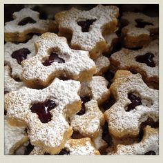 Linzer Kekserln  #recipeontheblock #realfood #yummy #food #foodista #foodie #foodsnob #essen #follow #kidsfood #loveeating #eating #letseat #recipieoftheday #sweet Marzipan, Cookies, Desserts, Yummy Food, Sweet, Pistachios, Dessert Ideas, Food Food, Biscuits