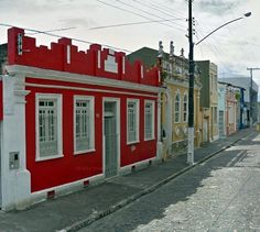 Ruas com lindas casa coloridas.