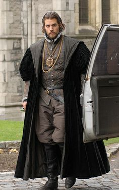 HENRY CAVILL AS CHARLES BRANDON - IN BETWEEN TAKES  (NOTE:  THE CAR ON RIGHT)