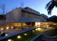 Marcio Kogan projected this beautiful house made with stone and wood in Sao Paulo, Brazil,