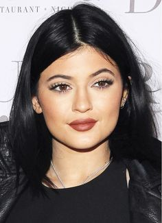 Kylie Jenner's bold yet chic lips Kylie Jenner Mode, Kim Kardashian Kylie Jenner, Kylie Jenner Photos, Kylie Jenner Makeup, Unordentlicher Bob, Short Bob Styles, Acne Scar Removal, Kendall And Kylie, Acne Scars