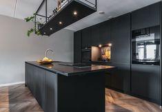 Studio Kitchen, New Kitchen, Kitchen Decor, Black Kitchens, Home Kitchens, Industrial Kitchen Design, Modern Kitchen Interiors, Beautiful Kitchen Designs, Concrete Kitchen