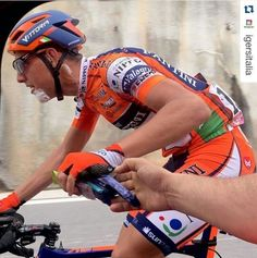 Inkospor in un momento della gara nella 6° giornata del Giro d'Italia 2016 con Berlato del Team Nippo Fantini