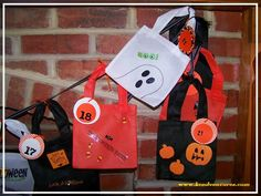 DIY Halloween Countdown Calendar with ideas for each day!  Super cute :)