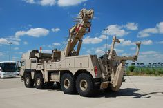 Military - TOW TRUCK Us Army Trucks, Rc Cars And Trucks, Tow Truck, Custom Trucks, Cool Trucks, Big Trucks, Army Vehicles, Armored Vehicles, Towing And Recovery