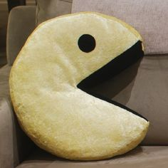 coussin pacman Pac Man Pillow with Black Fur and Pac Man Ghost Fabric | Man  coussin pacman