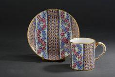 #Sevres# - Gobelet litron et sa soucoupe en porcelaine Lettre-date O pour 1767 et marque de peintre de Micaud. Vendu 4 750€ le 14 novembre 2014