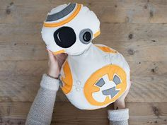 DIY tutorial: Sew a Star Wars BB8 Pillow via en.DaWanda.com