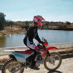 Womens Dirt Bike Gear, Dirt Bike Girl, Motocross Girls, Enduro Motocross, Motorcycle Suit, Fox Racing, Bike Stuff, Dirt Bikes, Bikers
