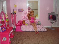****A Dollhouse Just the Right Size for Barbie understanding scale
