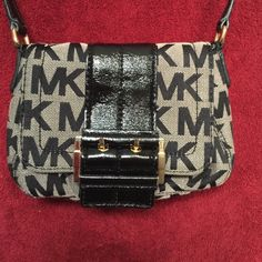 Michael Kors Crossbody like New !!! So Cute Crossbody Michael Kors Like New. I'm just buying but this size it's a little small for my needs ( have 2 Bbs ) Bundle and Save. I'm Shipping Fast !!! MICHAEL Michael Kors Bags Crossbody Bags