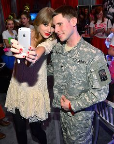 Taylor Swift posed with a military fan after her concert... Another reason why she's so awesome