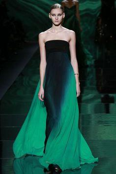 Faszinierender Farbverlauf!  Kühles Mittelgrün (Farbpassnummer 35) Kerstin Tomancok / Farb-, Typ-, Stil & Imageberatung