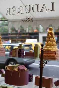 CAN I JUST LIVE IN PARIS AND GET MACARÓN EVERY MORNING AT LADUREE PLEASE