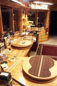 The Luthiers Workshop: Dennis Scannell - True North Guitars - US
