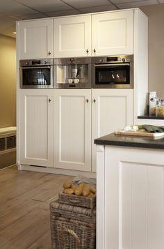 Hoge kasten in de keuken / High cabinets