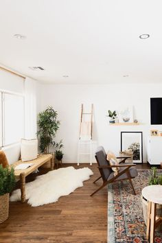 Modern Meets Boho In Paige Rangel's Phoenix, AZ Home - Boho Wohnzimmer Boho Living Room, Living Room Modern, Living Room Interior, Living Room Designs, Living Room Furniture, Home Furniture, Living Room Decor, Bedroom Decor, Bohemian Living