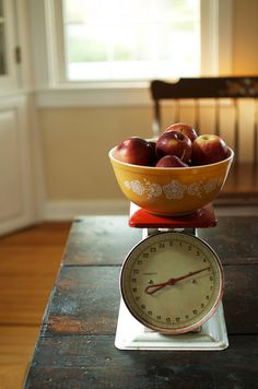 Bowl apples scale!