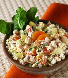 Salada de quinoa com damasco e peito de peru