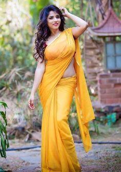 Bengali Saree, Nyc Wedding Venues, Indian Salwar Suit, Yellow Saree, Bollywood Dress, Indian Beauty Saree, India Beauty, Indian Girls, Indian Fashion
