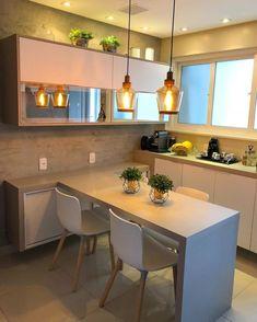 Cozinha americana pequena com piso Home Kitchens, Kitchen Design Small, Kitchen Remodel, Kitchen Design, Kitchen Installation, Kitchen Room Design, Kitchen Room, Home Decor, Cabinet Decor
