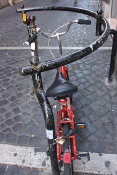 #Bike #Rome in Via dei Pettinari #Sanpietrini #Red #bicycle