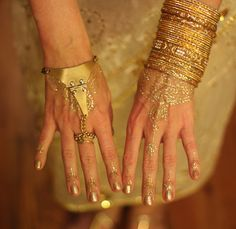 Gold glitter henna tattoo!!!! When I get henna I have to get glitter!!!