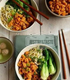 Mie yamin dengan tumisan ayam sudah biasa, tapi mie dengan cincangan ayam goreng yang crispy ini unik dengan sensasi kriuk yang gurih. Asian Recipes, Healthy Recipes, Healthy Food, Indonesian Food, Indonesian Recipes, Good Food, Yummy Food, Western Food, Food Tasting