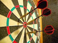 Irish Pub: ~ Dart board and darts. Play Darts, Darts Game, Darts Rules, Bingo, Caffe Bar, Pub Set, Dart Board, Badminton, Games To Play