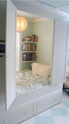 Cool, hideaway, cabin day bed room! Reading spot, secret hideout!