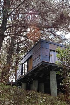Off Grid House, Journal Du Design, Cabin, Architecture, House Styles, Home Decor, Architects, Prefabricated Home, Colombia