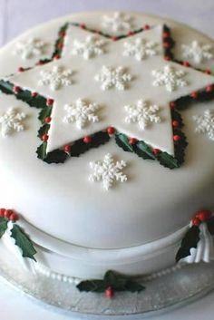 Christmas Star and Snowflake Cake Christmas Cake Designs, Christmas Cake Decorations, Christmas Cupcakes, Christmas Sweets, Holiday Cakes, Christmas Cooking, Christmas Goodies, Holiday Treats, Fondant Christmas Cake