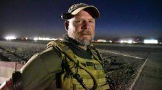 El reportero David Gilkey, el pasado día 29 en el aeropuerto de Kandahar.