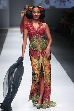 Anne Avantie 'Gambang Semarang' Jakarta Fashion Week 2016 at Senayan City. Jakarta. [Foto: Mohammad Abduh/Wolipop]