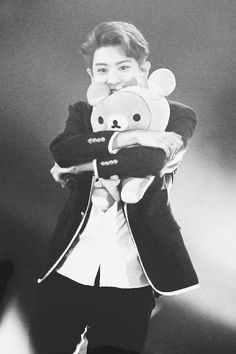 Chanyeolieeee.....my happy virus >3< Why you gotta be so cute eh? >< I wish i was the bear you're hugging!!  (>^__^)> <(*0*<) #cutie