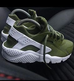Wheretoget - Green Nike huarache sneakers