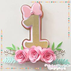 Minnie Mouse Pics, Minnie Mouse Theme Party, 1st Birthday Decorations, Party Kit, Birthday Greetings, Holidays And Events, First Birthdays, Cake Toppers, Birthday Parties
