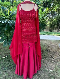 Party Wear Indian Dresses, Indian Fashion Dresses, Indian Designer Outfits, Indian Outfits, Dress Fashion, Fashion Outfits, Silk Kurti Designs, Kurta Designs Women, Sharara Designs