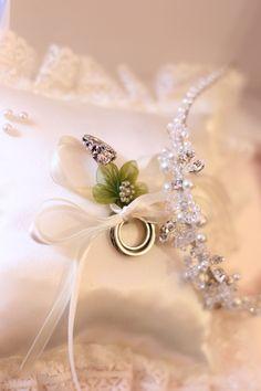 wedding rings & tiara