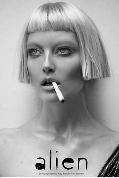 the blonde bob with blunt fringe.Alien: Elyse Sewell by Baldovino Barani for MAMI Magazine February 2010 Bob With Bangs, Short Bangs, Micro Pony, Hair Inspo, Hair Inspiration, Head Band, Hair 2018, Hair Art, Hairstyles With Bangs
