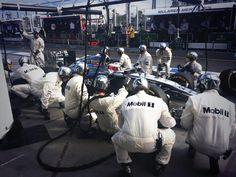 Pitstop-action for Jenson Button - 2014 Australian GP race