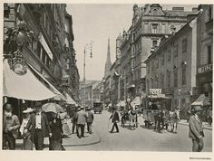 Wien Kärntnerstrasse 1900 | by janwillemsen Scenery Pictures, Old Pictures, Old Photos, World Theatre, Contemporary History, Vintage Architecture, Austro Hungarian, Vienna Austria, Historical Photos