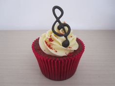 i've had red velvet cupcakes with michael jackson on them but the music note looks cool too!!