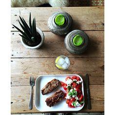 Lørdagens frokost siger stadig muh #whitagram #mandemad #frokost #lunch #tomatsalat #feta #tomatosalad #kød!! #kalvekoteletter #danskvand #måmmenåmme #Padgram