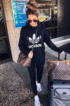 Airplane Outfits 33 airplane outfits ideas how to travel in style outfit Airplane Outfits. Here is Airplane Outfits for you. Airplane Outfits 33 airplane outfits ideas how to travel in style airplane. Legging Outfits, Sporty Outfits, Mode Outfits, Fashion Outfits, Womens Fashion, Pants Outfit, Fashion Ideas, Casual Athletic Outfits, Casual Leggings Outfit
