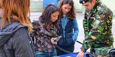 ORELE CARE AU SCHIMBAT MAI MULTE PLANURI PENTRU VIITOR • Duminică, 25 Octombrie 2015, pe platoul din faţa Palatului Administrativ din municipiul Miercurea-Ciuc, vânătorii de munte harghiteni au organizat şi prezentat publicului, cu prilejul sărbătoririi Zilei Armatei României, o expoziţie de armament, tehnică, echipamente şi materiale militare specifice din dotare