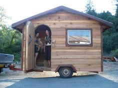 Many go into the construction of small house trailer. While each house is unique, its construction on the trailer has become more popular over the years. Cheap Tiny House, Tiny House Blog, Tiny Houses For Sale, Tiny House On Wheels, Tiny House Design, Quebec, Micro House Plans, Tiny House Wood Stove, Grandeur Nature