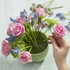 40+ Beautiful & Creative DIY Flower Arrangement Ideas | Tags: flower arrangement ideas, flower arrangement ideas for school competition, flower arrangement ideas for stage, flower arrangement ideas for living room, flower arrangement ideas for competition, flower arrangement ideas for office.  #flowerarrangements #flower #flowerdecor #decor #ideas