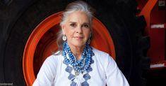 Ali Macgraw, a Love Story 78 éves legendás színésznője divattervező lett Ali Macgraw, Advanced Style, Ageless Beauty, Aging Gracefully, Getting Old, Gorgeous Women, Simply Beautiful, Style Icons, Arizona
